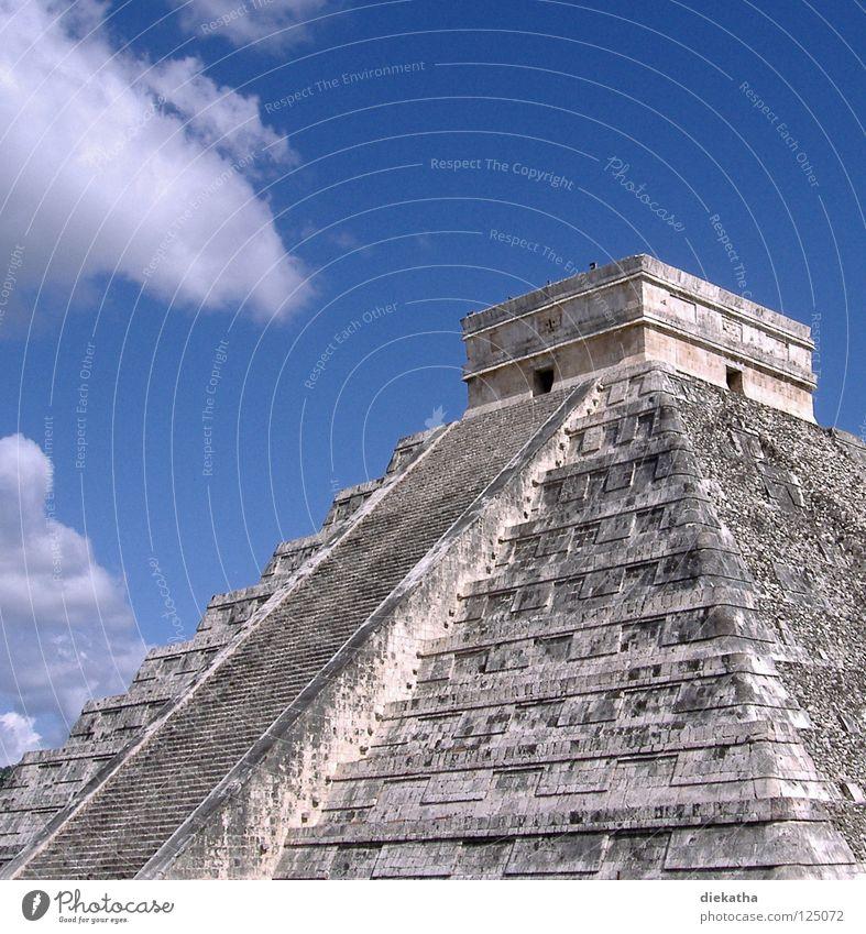 Pyramide des Kukulcán Maya Chichén Itzá Mittelamerika Kultur Wolken Stufen-Pyramide Astronomie Wissenschaften Ehre Mexiko Weltwunder Treppe Himmel blau Stein