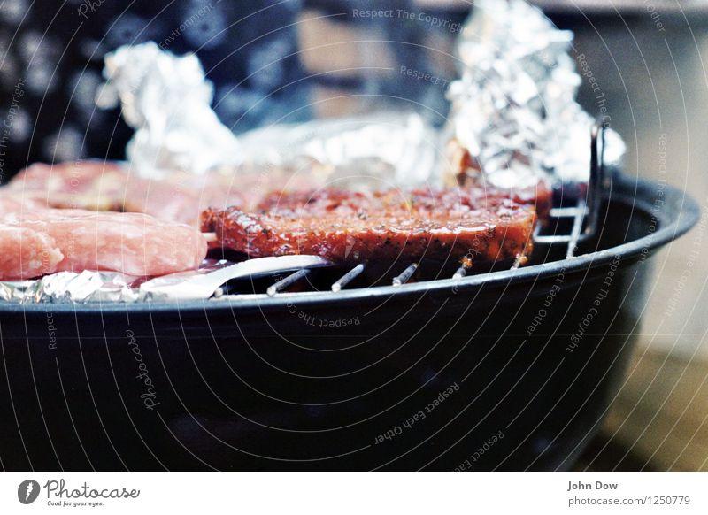 BBQ [2] Sommer Lebensmittel Ernährung genießen rund lecker heiß Appetit & Hunger Grillen analog Fleisch saftig Feierabend sommerlich Wurstwaren