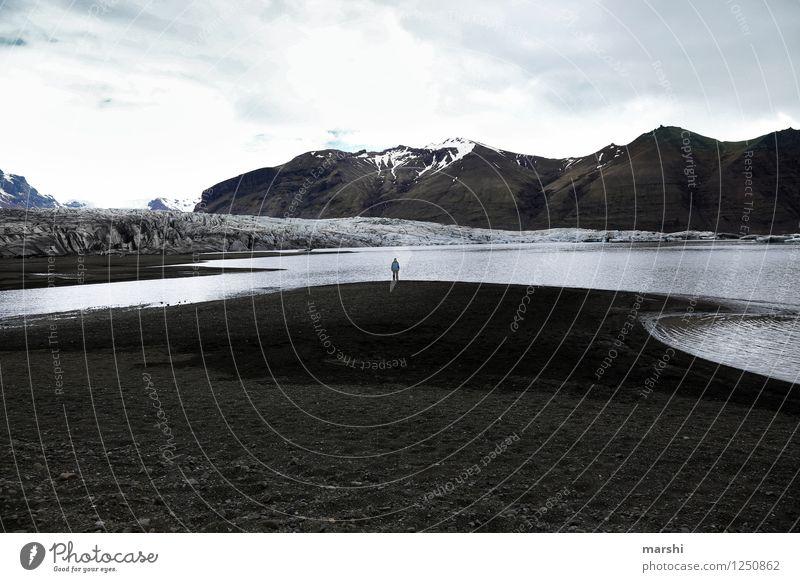 am Gletscher Mensch 1 Umwelt Natur Landschaft Berge u. Gebirge Küste Fjord See Stimmung Island Reisefotografie Ferne Fernweh Farbfoto Gedeckte Farben
