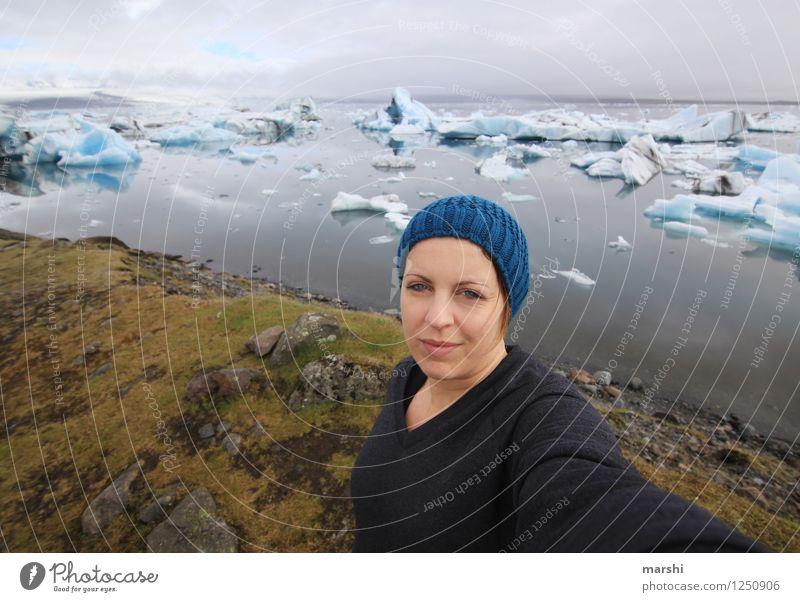 Urlaubsfoto Mensch feminin Junge Frau Jugendliche Erwachsene 1 30-45 Jahre Natur Landschaft Gipfel Schneebedeckte Gipfel Gletscher Küste Seeufer Meer Gefühle