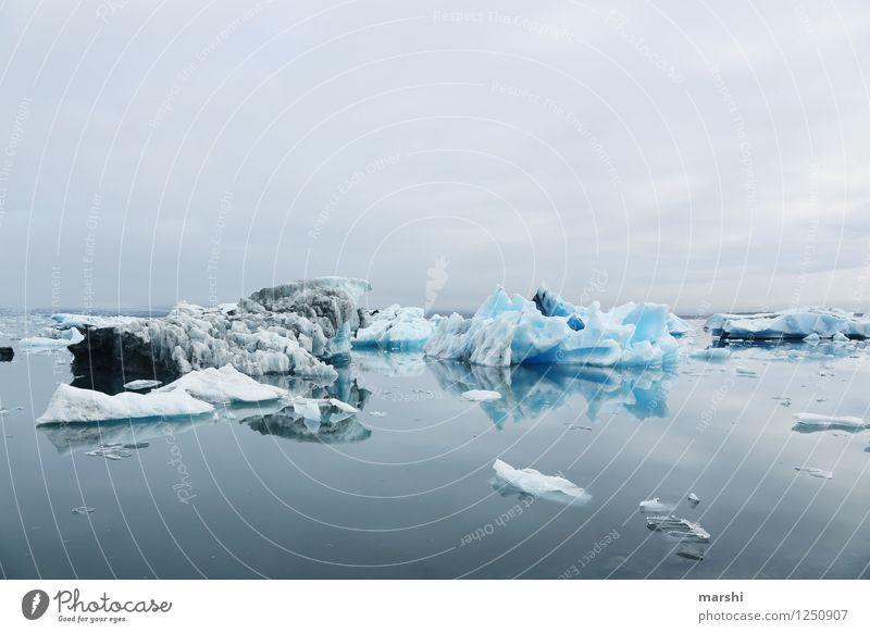Eiswelten IV Natur Meer Landschaft ruhig Ferne Winter kalt Reisefotografie Berge u. Gebirge Küste Stimmung Insel Bucht Schneebedeckte Gipfel Island