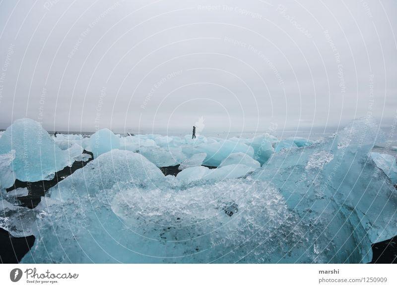 Eiswelten II Mensch Natur blau Meer Landschaft Wolken kalt Reisefotografie Berge u. Gebirge Küste klein Stimmung Wetter Klima Macht