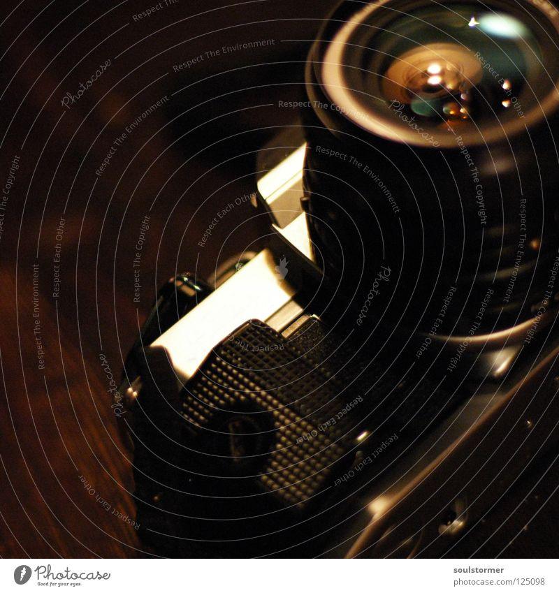 222 Fotografie analog manuell Freizeit & Hobby Fotografieren schießen Erholung ruhig Dinge Stillleben Holz Tisch Elektrisches Gerät Technik & Technologie