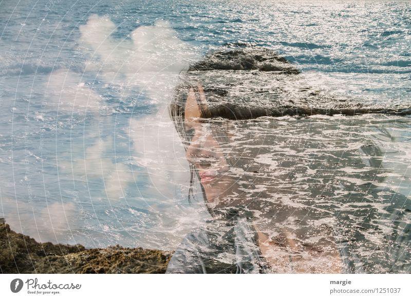 Die perfekte Welle Mensch Frau Himmel Ferien & Urlaub & Reisen Jugendliche Sommer Wasser Junge Frau Einsamkeit Ferne Strand Erwachsene feminin Küste Sport Glück