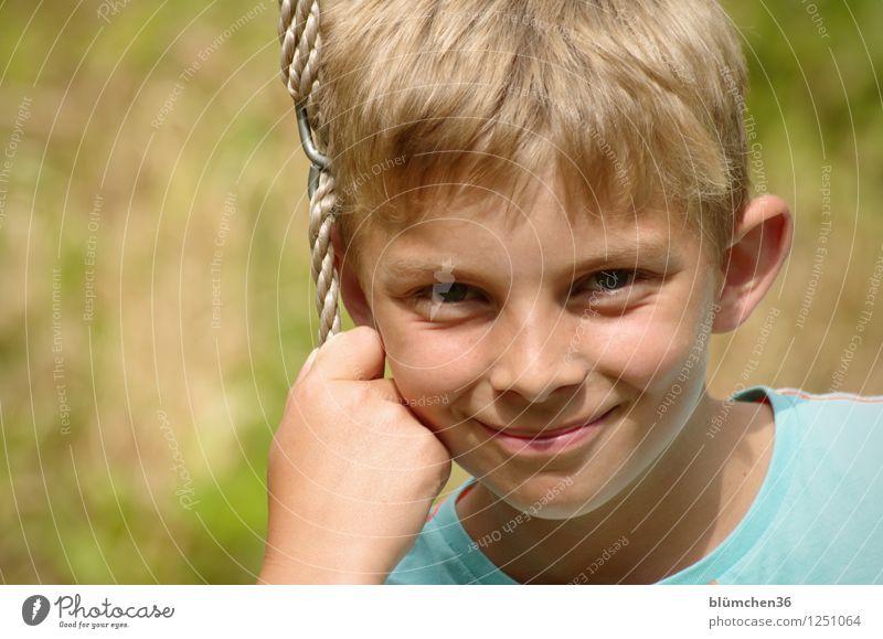 Bitte lächeln!!! Mensch maskulin Kind Junge Kindheit Jugendliche Kopf Hand 8-13 Jahre Lächeln schaukeln Spielen blond natürlich Freude Lebensfreude Gelassenheit