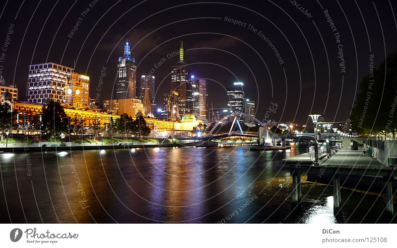 Yarra-River Wasser Stadt Lampe Leben dunkel Hochhaus Brücke modern Tourismus Fluss Skyline Gesellschaft (Soziologie) Stadtzentrum Australien Fernweh