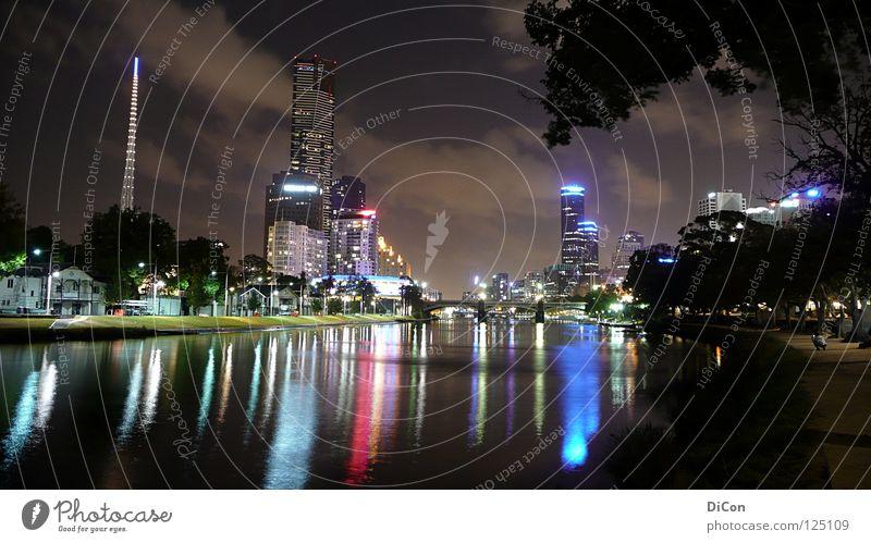 Birrarung Marr Wasser Stadt Lampe Leben dunkel Hochhaus Brücke modern Tourismus Fluss Skyline Gesellschaft (Soziologie) Stadtzentrum Australien Fernweh