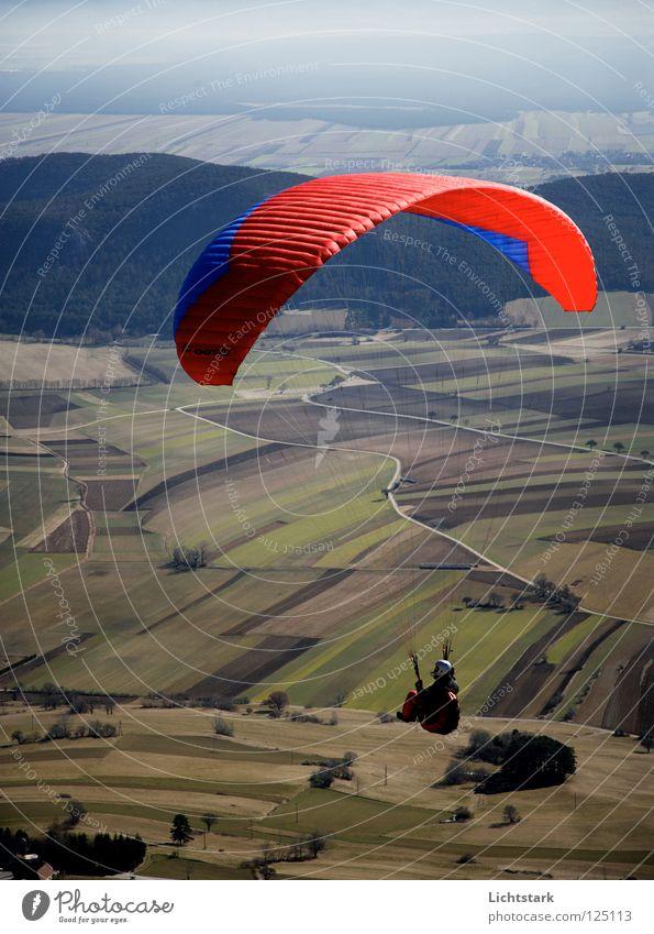 nur frei Himmel blau rot Farbe Sport Spielen Freiheit Wärme Landschaft Luft Zufriedenheit Feld Wind fliegen Beginn Tourismus