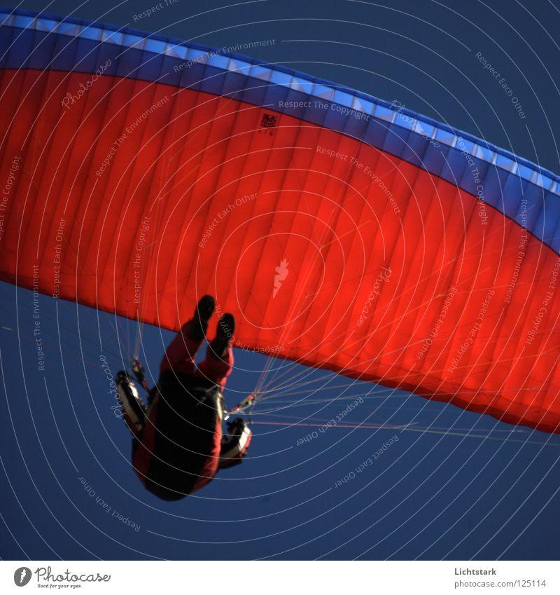nur ein pfeifen Himmel blau rot Farbe Sport Spielen Freiheit Wärme Luft Wind fliegen Beginn Tourismus Freizeit & Hobby Alpen Österreich