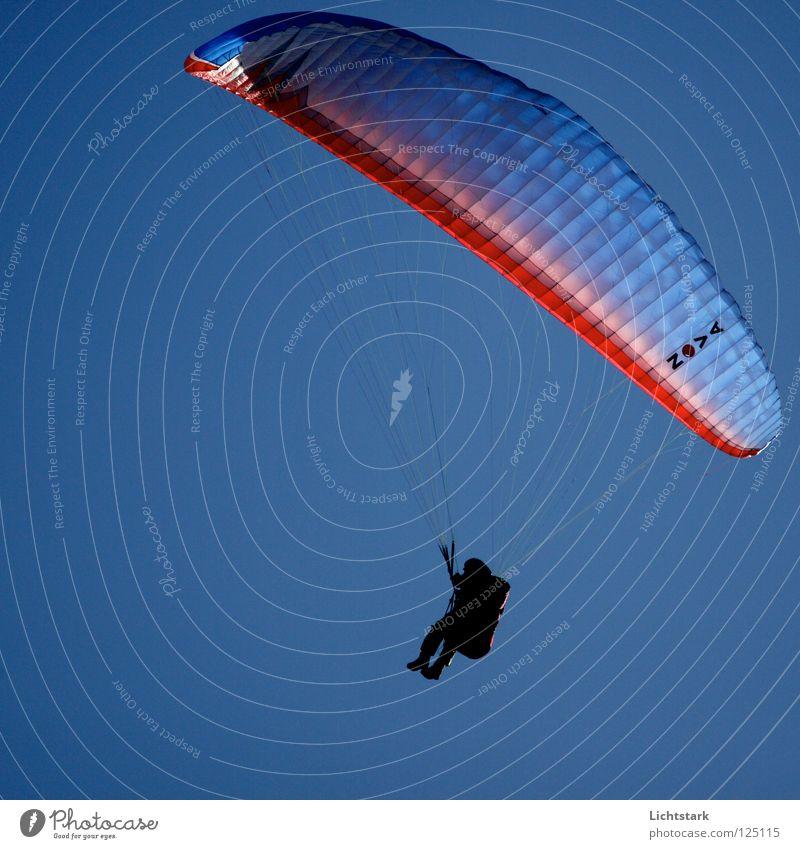 stille und freiheit Himmel blau rot Farbe Sport Spielen Freiheit Wärme Luft Wind fliegen Beginn Tourismus Freizeit & Hobby Alpen Konzentration