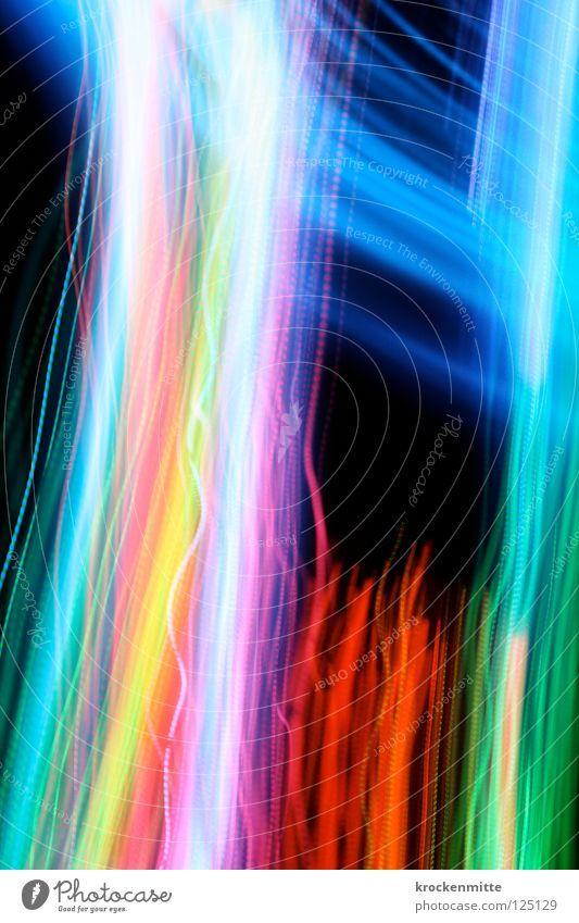 Colour Like No Other Licht rot grün gelb hell-blau rosa weiß schwarz abstrakt Streifen Nacht Schwung Langzeitbelichtung Schwanz dunkel Farbe orange Eisenbahn