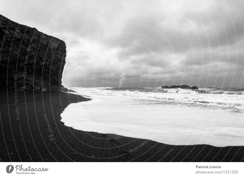 Schwarz-Weiss Natur Erholung Meer Landschaft Wolken Ferne Strand Umwelt Küste Freiheit Zufriedenheit Wetter Tourismus Wellen wandern Wind
