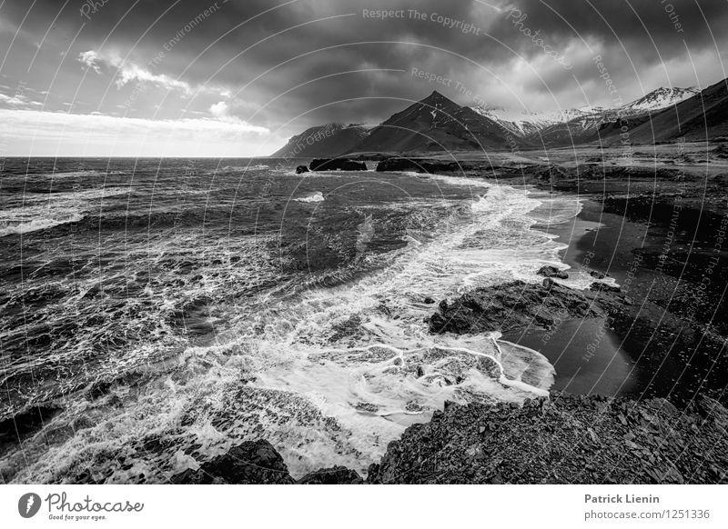 Wolken ziehen vorbei Himmel Natur Wasser Erholung Meer Landschaft ruhig Strand Berge u. Gebirge Umwelt Küste Zufriedenheit Wetter Luft Wellen