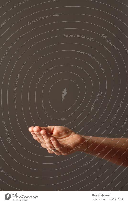 Hand 25 Erwachsene Gefühle sprechen Hintergrundbild Religion & Glaube Wachstum Aktion Arme Haut Finger Hoffnung Vertrauen Flüssigkeit Schmuck Konflikt & Streit