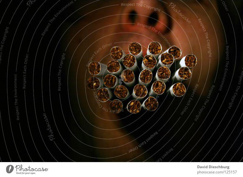 Fire please... Rauchen Zigarette viele Männermund Mann Anschnitt Gesichtsausschnitt anonym unerkannt unkenntlich Vor dunklem Hintergrund Textfreiraum links
