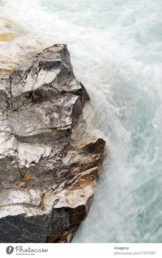 Silberfelsen Natur Urelemente Wasser Felsen Fluss Wasserfall Stein ästhetisch fest Flüssigkeit silber türkis Kraft schön Gedeckte Farben Außenaufnahme