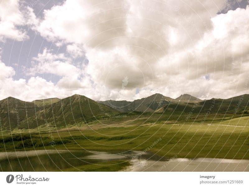 Weite erleben Natur Landschaft Himmel Wolken Sommer Hügel Berge u. Gebirge atmen entdecken Erholung Ferien & Urlaub & Reisen wandern Unendlichkeit grün