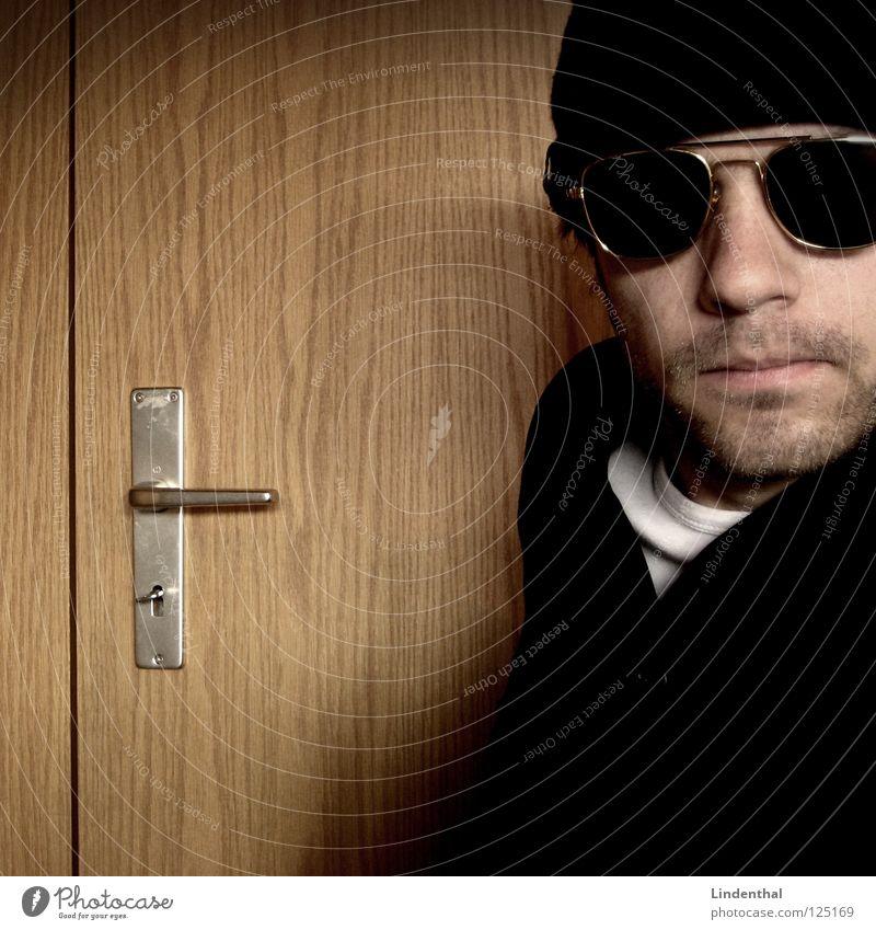 Jack Maddox Pt.5 Hand Anzug stehen Ladengeschäft Brille Sprechgesang Hiphop Krimineller Rapper Bart Zuhälter Computernetzwerk Mütze Tür Griff Schlüssel frontal