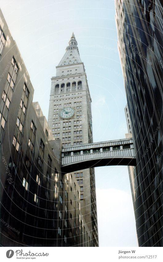 Zwischenraum 3 New York City Hochhaus Graf-Adolf-Platz Nordamerika metlife Brücke architecture bridge building Architektur