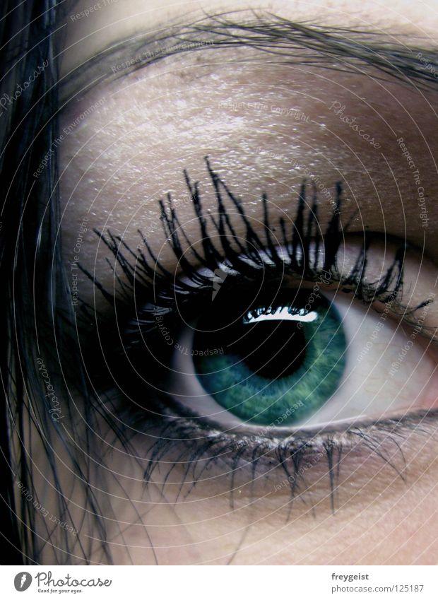 Dark Green grün schwarz Gesicht Auge dunkel Haare & Frisuren geheimnisvoll Schminke Kosmetik mystisch Wimpern Augenbraue Pupille Wimperntusche Regenbogenhaut
