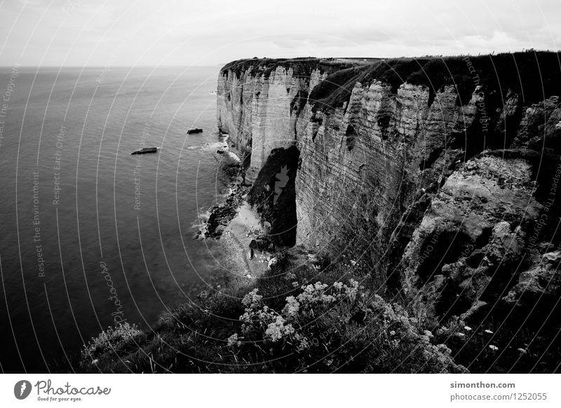 Klippen von Etretat Natur Landschaft Erde Klima Wetter Felsen Schlucht Wellen Küste Bucht Fjord Nordsee Meer Insel Unendlichkeit Étretat Normandie Frankreich