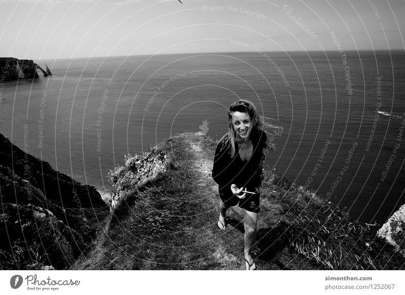 Urlaub Mensch Natur Sommer Wasser Sonne Meer Landschaft Berge u. Gebirge natürlich feminin Küste Gesundheit Glück Felsen frisch Wind