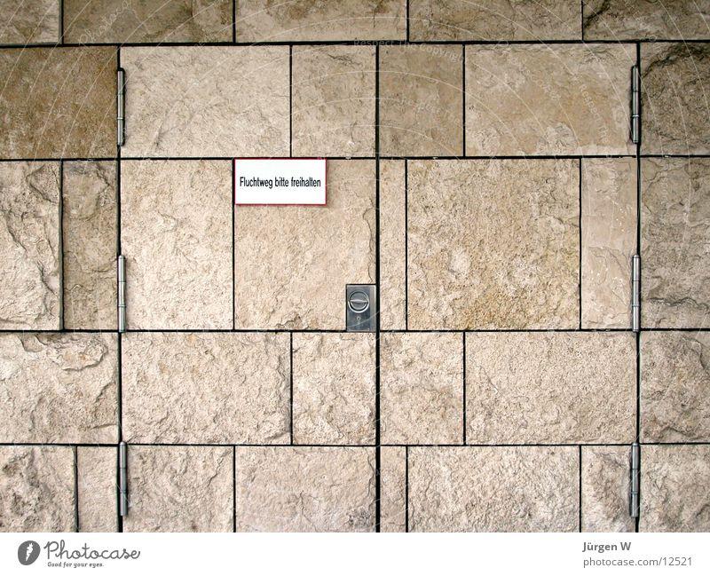 Gut versteckt Stein Architektur verstecken Düsseldorf Ausgang Notausgang