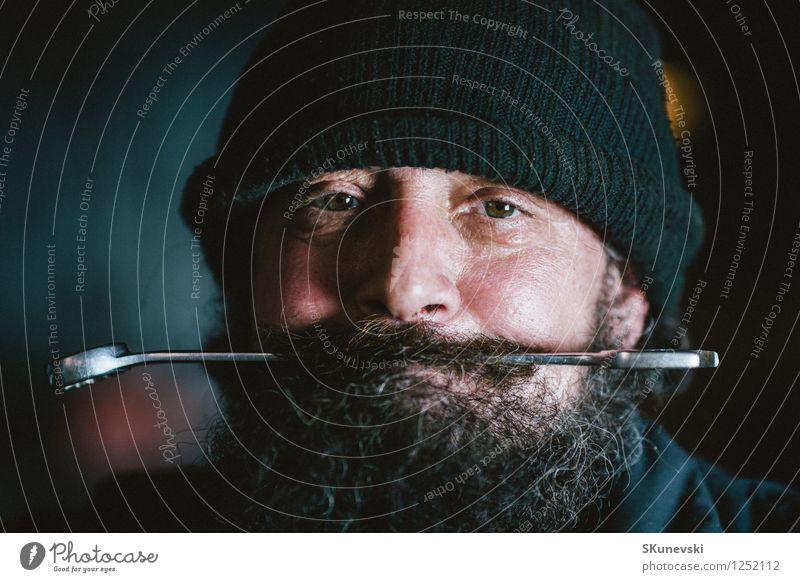 Portrait des Mechanikers mit Bart Mensch Mann alt Erwachsene Gesicht Haare & Frisuren Kopf dreckig 45-60 Jahre einzigartig retro Dienstleistungsgewerbe böse