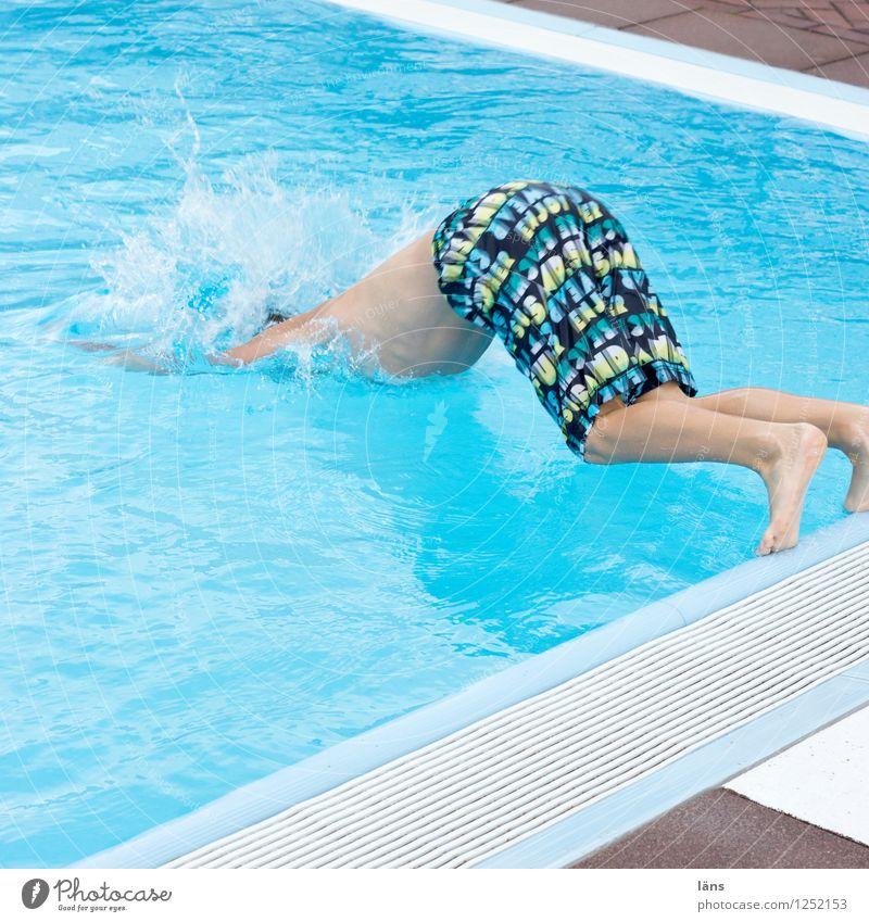 abtauchen Mensch Junge Leben 1 Schwimmbad Bewegung Partnerschaft Kontrolle Farbfoto