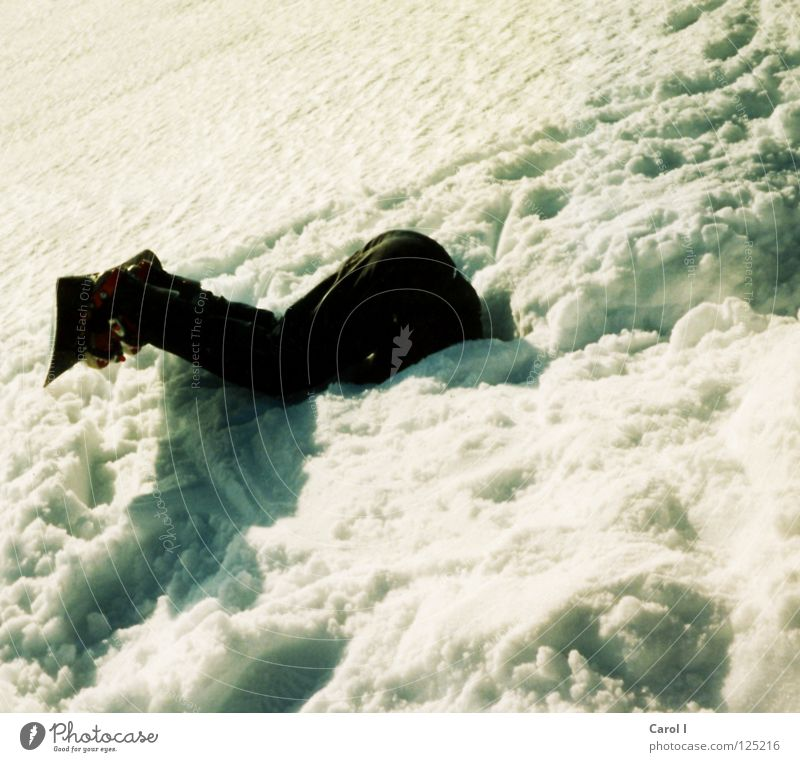 Ich mach mal ne Pause Ferien & Urlaub & Reisen Mann weiß schwarz kalt Schnee Sport Spielen Angst Schönes Wetter Pause Spuren Ende Mut lang verstecken
