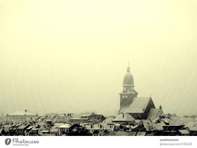 Heimat Stadt Winter Haus Schnee Religion & Glaube Dach Turm historisch Heimat Altstadt Mecklenburg-Vorpommern Kirchturm Kleinstadt Luftkurort