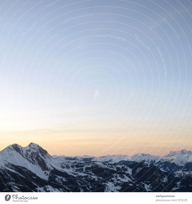 Am Ende eines tollen Tages Himmel Natur weiß Sonne Baum Landschaft Wolken Ferne Winter Wald Berge u. Gebirge Schnee Wetter Aussicht Romantik Gipfel