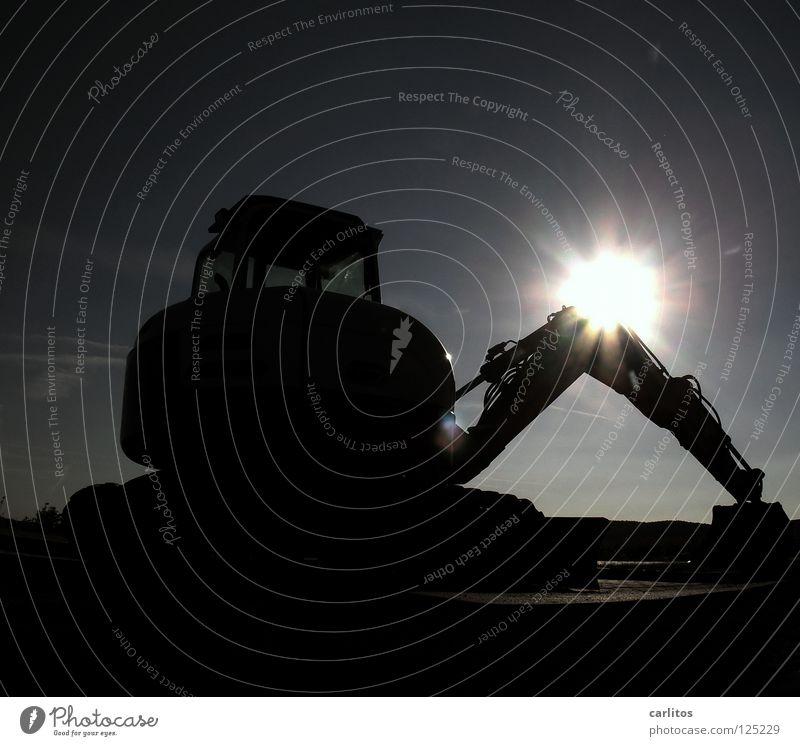 Wer baggert so spät noch am Baggerloch Sonne Arbeit & Erwerbstätigkeit Arme Erfolg Baustelle Handwerk bezahlen blenden Insolvenz Demonstration kahl Einkommen