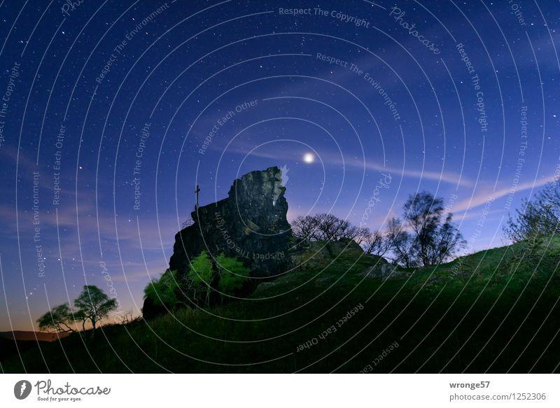 Nächtlicher Zauber Himmel Natur blau grün weiß Landschaft schwarz Felsen Horizont Stern Schönes Wetter Kreuz Mond Blauer Himmel Planet Nachthimmel