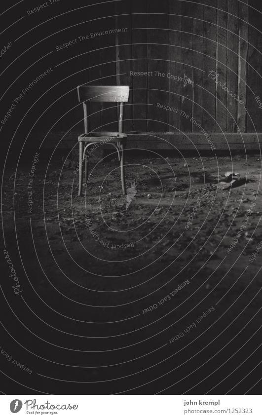 Erste Reihe fußfrei Einsamkeit ruhig dunkel Traurigkeit Gebäude Angst dreckig trist Vergänglichkeit bedrohlich Wandel & Veränderung geheimnisvoll Trauer Schmerz