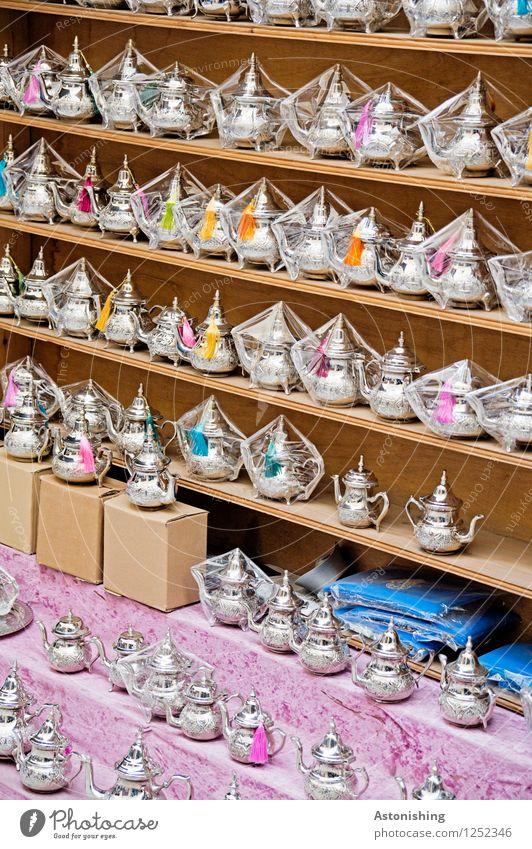 Teekännchen Tasse Teekanne Teekultur kaufen Fes Marokko Holz Metall exotisch Kitsch klein viele blau braun violett silber Reisefotografie Farbfoto mehrfarbig
