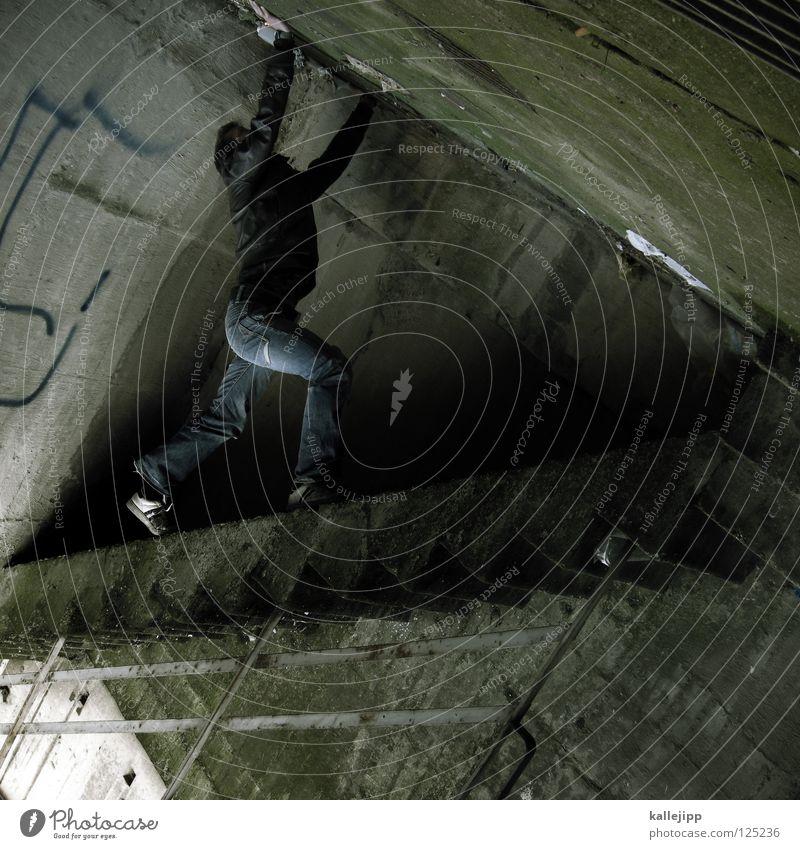 spielbein Mann Silhouette Dieb Krimineller Rampe Laderampe Fußgänger Schacht Tunnel Untergrund Ausbruch Flucht umfallen Fenster Parkhaus Geometrie Gegenlicht