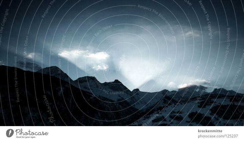 Der Beginn Natur Sonne blau Wolken Schnee Berge u. Gebirge Landschaft Schweiz Hügel Strahlung aufwachen Bergkette Bergkamm Sonnenaufgang Lichtstrahl