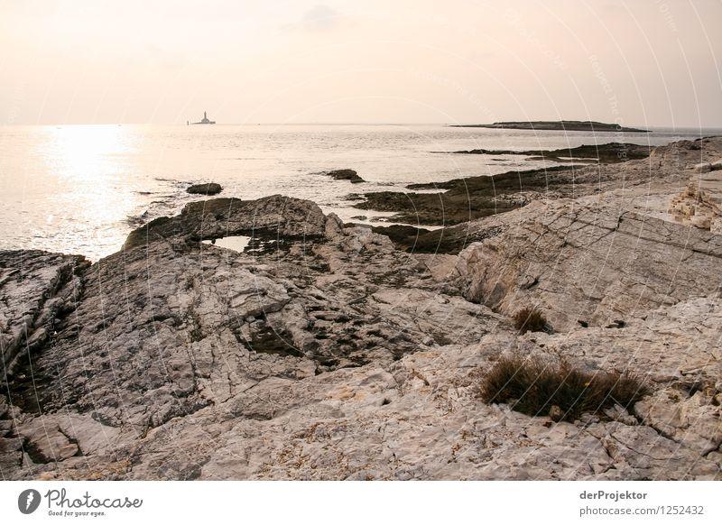 Und in der Ferne ein Leuchtturm Ferien & Urlaub & Reisen Tourismus Ausflug Freiheit Umwelt Natur Landschaft Pflanze Tier Winter Schönes Wetter Wellen Küste