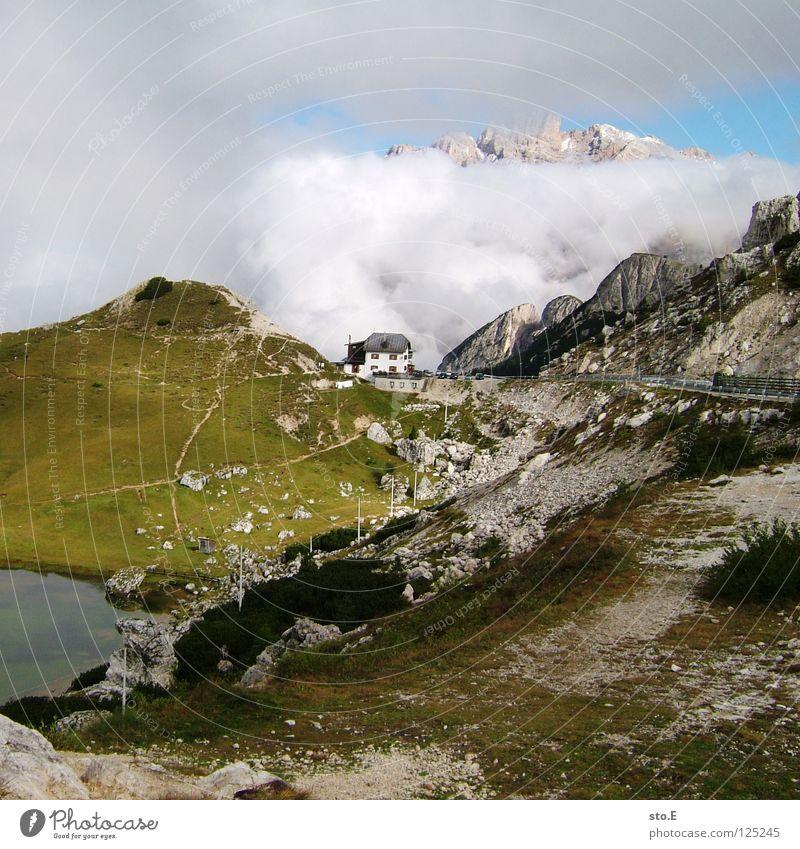 """Berghotel """"Wolkennah"""" Berge u. Gebirge Pflanze grün Sommer schlechtes Wetter Gipfel Ferne Hintergrundbild See Bach Teich Wege & Pfade wandern Fußweg Hotel Haus"""
