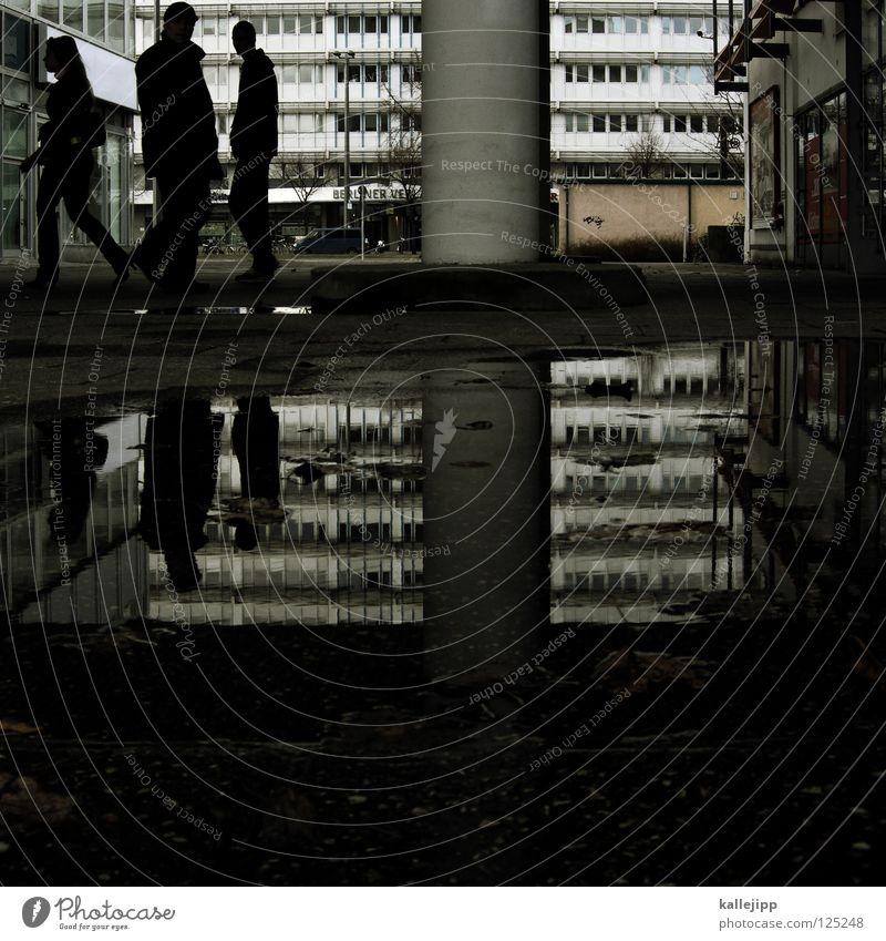 drei plus drei Mensch Frau Mann Stadt Wasser Fenster Architektur Berlin Menschengruppe Regen Hochhaus 3 Mitte Säule Pfütze anonym