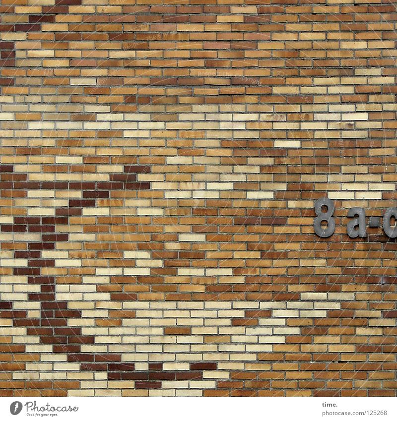 Architektenlaune rot Haus Wand Stein Mauer hell blond Baustelle Ziffern & Zahlen Bild Backstein Sechziger Jahre Mosaik Mörtel Hausnummer