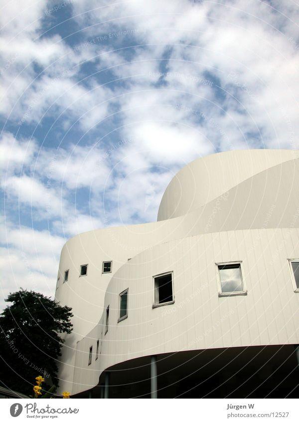 Schwingungen 1 Himmel Wolken Architektur Theater Düsseldorf schwingen