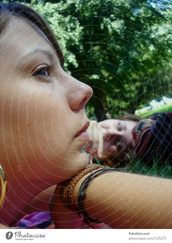stille beim gechille! Natur Jugendliche schön grün Sommer ruhig Park Denken Freundschaft liegen Freundlichkeit genießen Gedanke Hippie Landkreis Konstanz