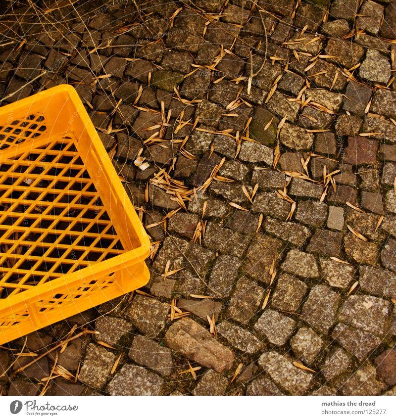 Korb Natur Blatt Einsamkeit gelb Straße dunkel kalt Herbst Tod Stein Wege & Pfade klein leer Industrie Ecke trist