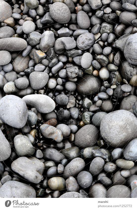 shades of black Natur Meer schwarz Küste grau Stein Island feucht Kieselsteine Kieselstrand