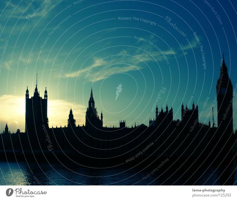 Schattenseite Himmel blau Wolken Religion & Glaube Kunst Fluss Turm Denkmal London Wahrzeichen England Sightseeing Schleier Sehenswürdigkeit verdeckt