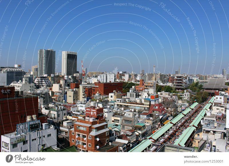 Blick auf die Großstadt Tokyo, Japan Himmel Stadt Haus Ferne Gebäude Horizont modern Hochhaus hoch groß Schönes Wetter Asien Skyline Wolkenloser Himmel