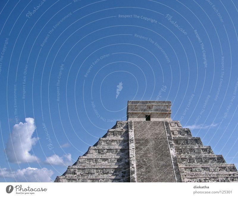 Himmelsleiter blau Wolken Stein hoch Treppe Kultur Klettern Wissenschaften aufwärts steigen Mexiko Götter Yucatan Pyramide