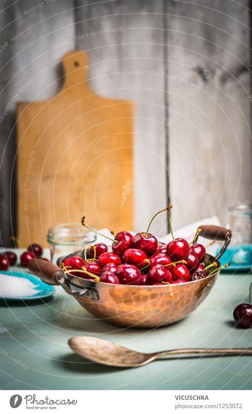 Kirschen im altem Topf auf dem Küchentisch Lebensmittel Frucht Dessert Ernährung Bioprodukte Vegetarische Ernährung Diät Teller Schalen & Schüsseln Glas Löffel